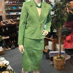Size 2 Calvin Klein apple green stretch skirt suit